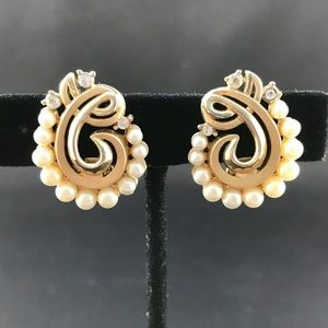 Vintage Trifari gold clips with pearls and stones